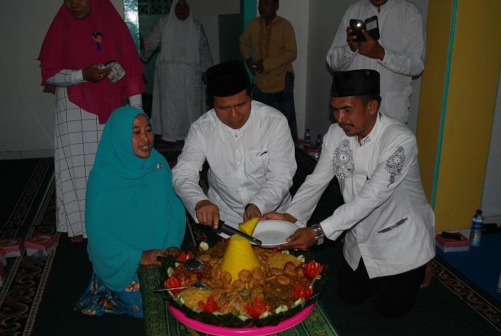 Zikir Bersama dalam Rangka Syukuran WTP 20 lpd di Desa Loa Duri Hilir