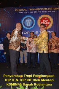 PDAM TIRTA MAHAKAM RAIH PENGHARGAAN TOP IT & TELCO 2016